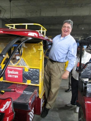 Senior Lecturer Jack Martin in Ludhiana, India with a Neelam Electric Rickshaw. Photo courtesy of Jack Martin